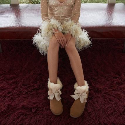 UGG Gita Bow Mini Boot - Chestnut